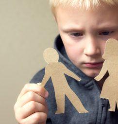 Διαζύγιο : Πως αντιδρούν τα παιδιά; Ποιες συμπεριφορές πρέπει να προσέξουν οι γονείς;